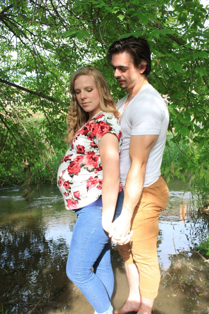 Maternity Pose Ideas for Your Photoshoot